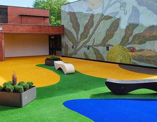 עיצוב פינות ישיבה  בחצר בית הספר