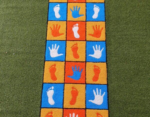 משחק רצפה לחצר בית ספר (רגל  יד)